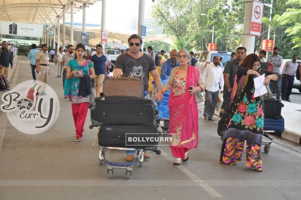 Sohail Khan Leaves for Hyderabad with his mother