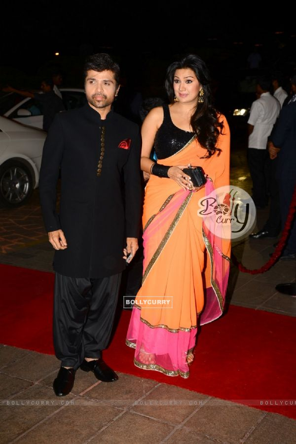 Himesh Reshammiya poses with wife at Arpita Khan's Wedding Reception