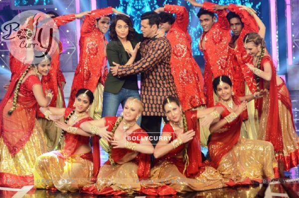 Sonakshi Sinha Promotes Action Jackson on Bigg Boss 8 (346728)