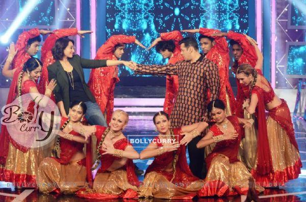 Sonakshi Sinha Promotes Action Jackson on Bigg Boss 8 (346730)