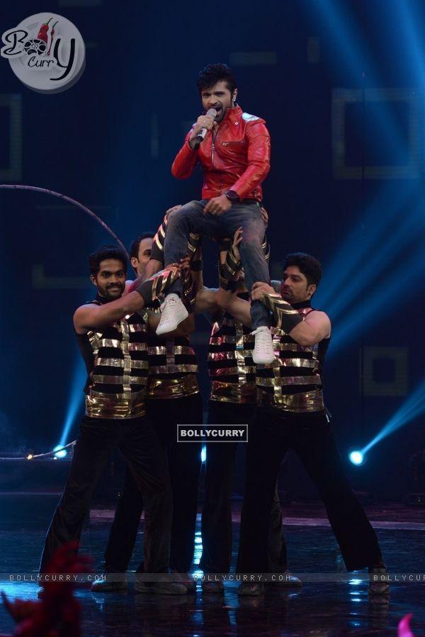Himesh Reshammiya performs at the Grand Finale of India's Raw Star