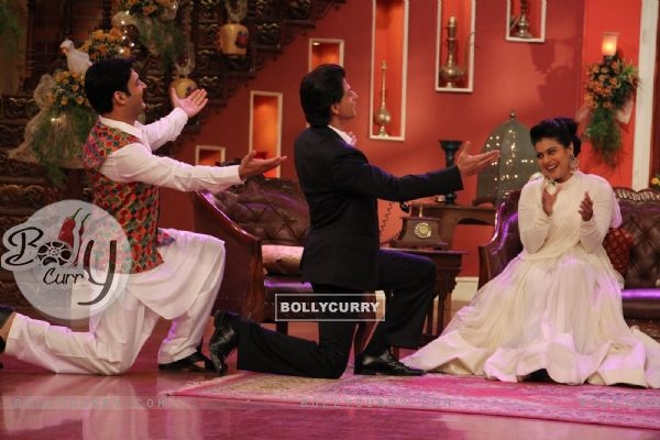 Kapil Sharma and Shah Rukh Khan wooing Kajol on Comedy Nights with Kapil