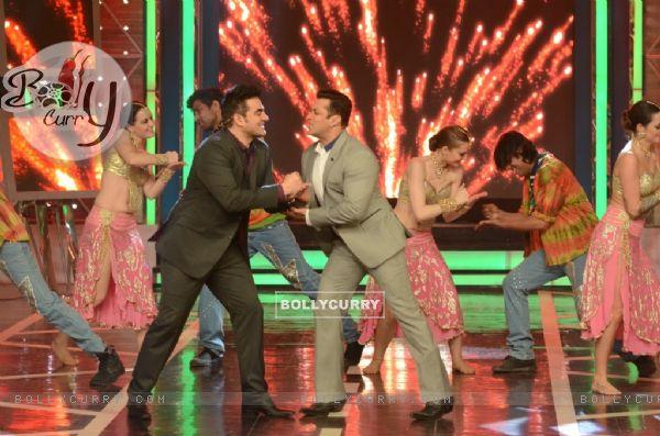 Salman Khan and Arbaaz Khan shake a leg in Bigg Boss 8
