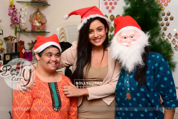 Mishti Chakraborty Celebrates her Birthday And Christmas with Mentally Challenged Adults