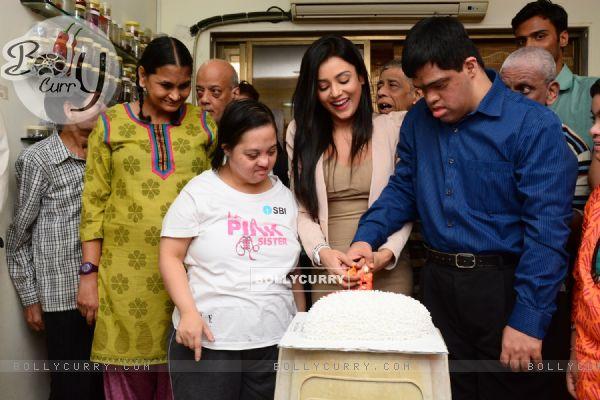 Mishti Chakraborty Cuts her Birthday cake