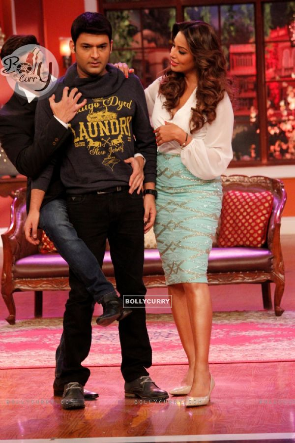 Karan Singh Grover woos Kapil Sharma at the Promotions of Alone on Comedy Nights with Kapil