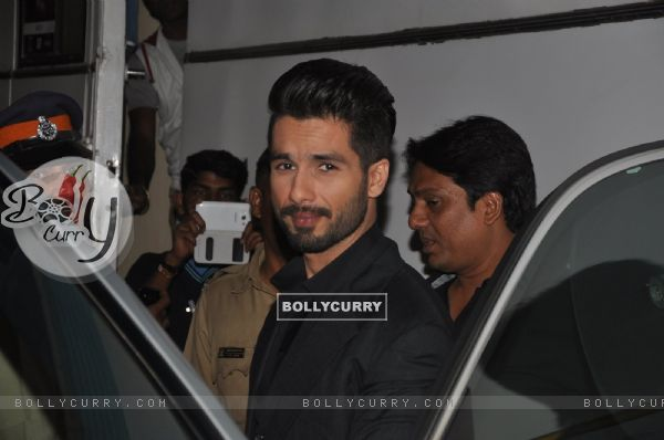Shahid Kapoor poses for the media at Umang Police Show