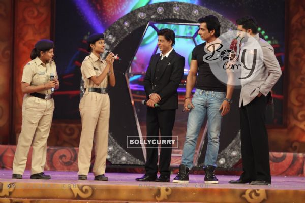 Abhishek Bachchan interacts with Police Officials at Umang Police Show (352052)