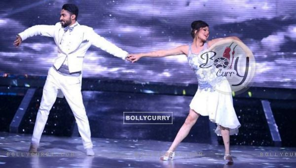 Drashti Dhami and Salman Yusuf Khan in Jhalak 6