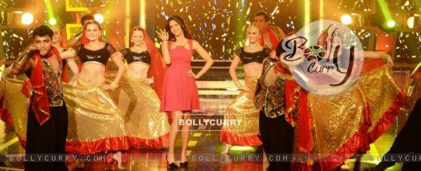 Mallika Sherawat performs at Bigg Boss - Halla Bol (353892)