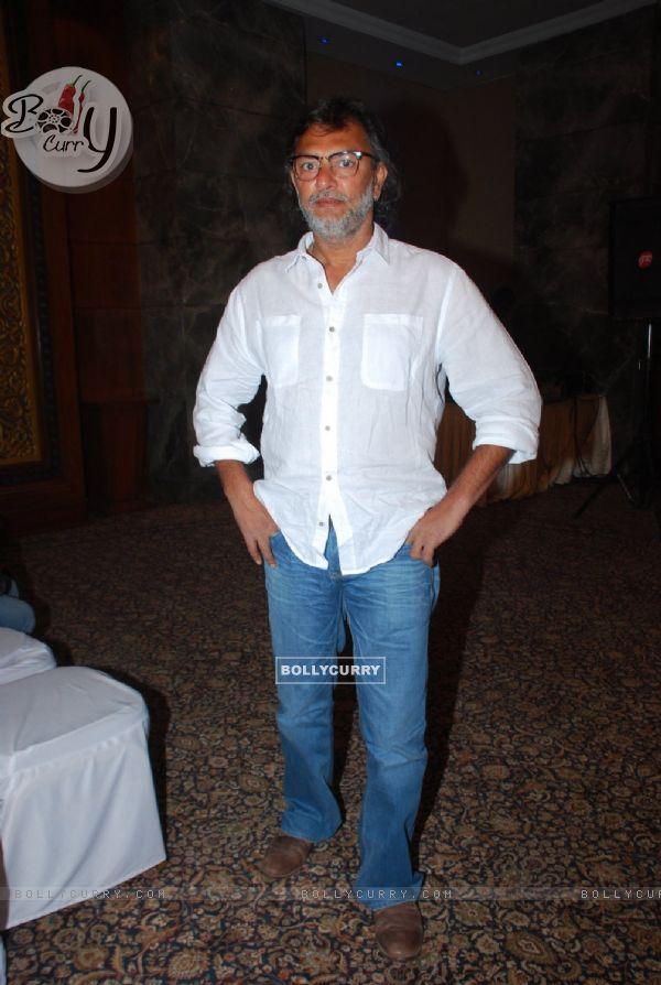 Rakeysh Omprakash Mehra poses for the media at Irshad Kamil's Book Launch