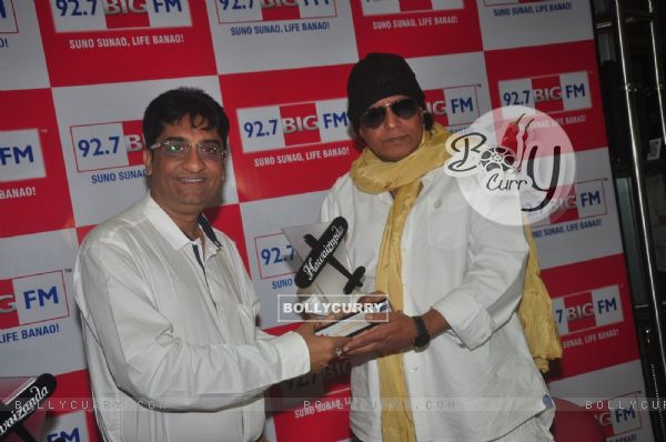 Mithun Chakraborty was snapped receiving BIG Hawaizaada Heroes award