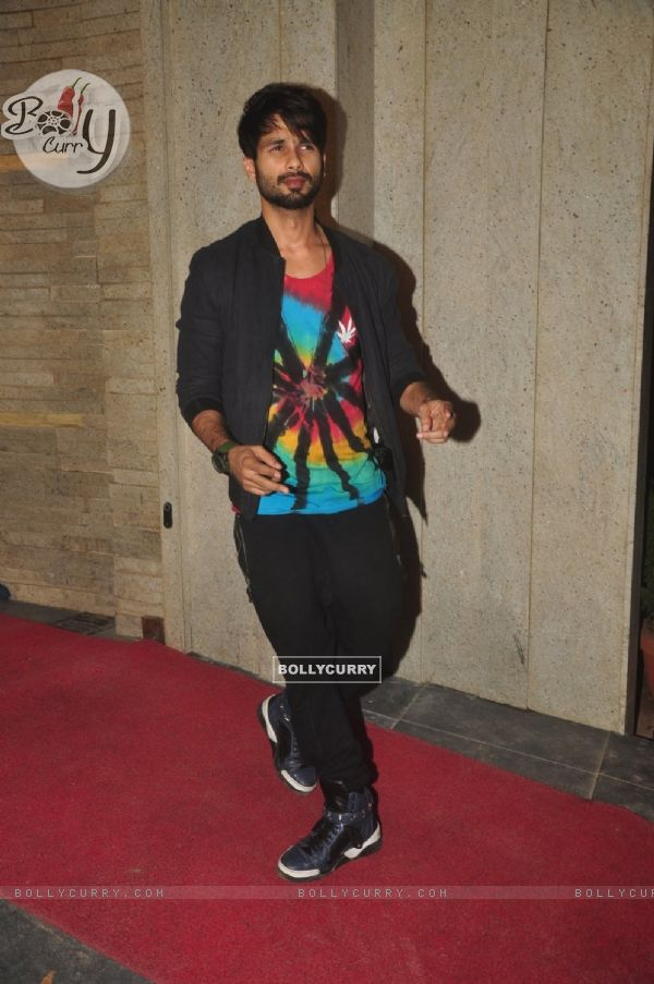 Shahid Kapoor poses for the media at the Success Bash of Queen