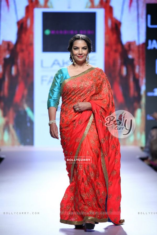 Shabana Azmi walks for Mandira Bedi at the Grand Finale of Lakme Fashion Week 2015