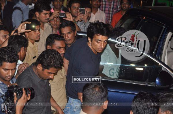 Sonu Sood Visits Salman Khan at his Residence
