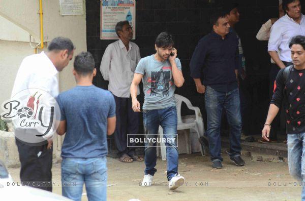 Himesh Reshamiya Snapped at Salman's Residence (Galaxy Apartments)