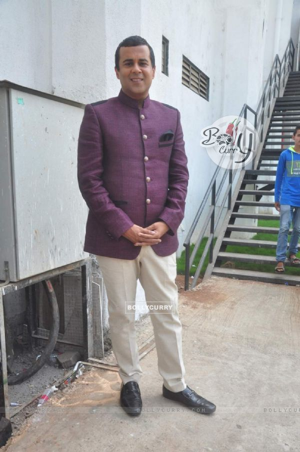 Chetan Bhagat at Promotions of ABCD 2 on Nach Baliye 7
