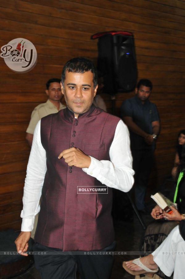 Chetan Bhagat was snapped at Amitav Ghosh's Book Launch!
