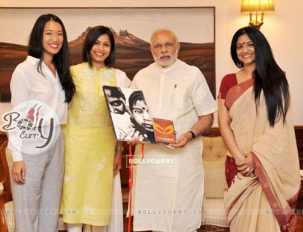Freida Pinto meets Hon'ble Prime Minister Narendra Modi!