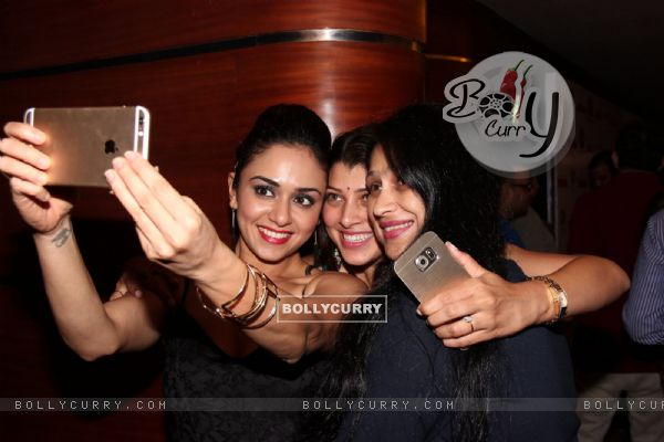 Selfie Time! - Amruta Khanvilkar, Tejaswini Pandit and Harshada Khanvilkar!