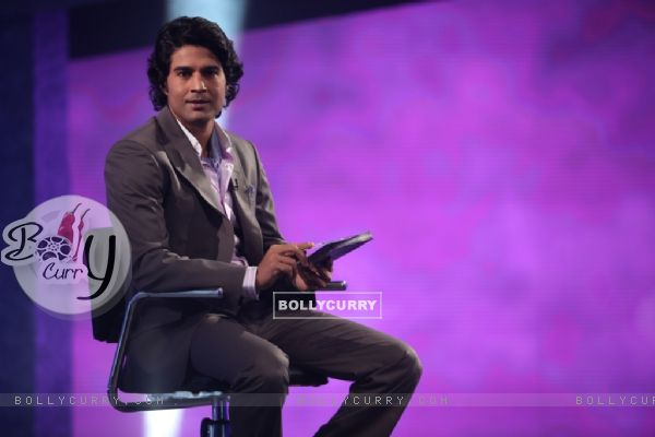 Rajeev making contestant play Sach Ka Saamna