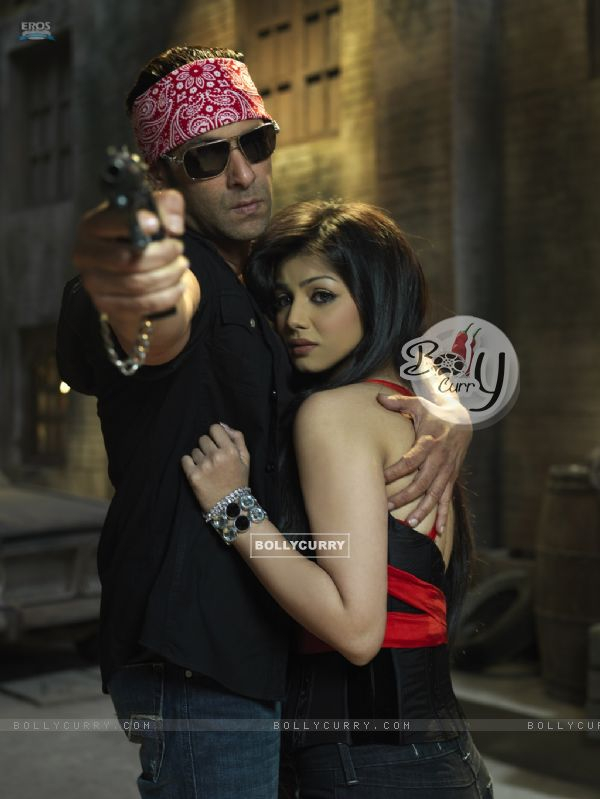 Salman Khan saving Ayesha Takia from the goons