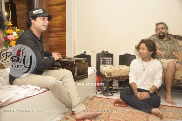 Kailash Kher Celebrates His Birthday at His Residence