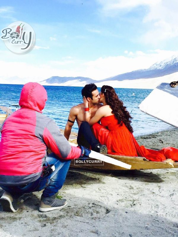 From The Sets of Sanam Re (370730)