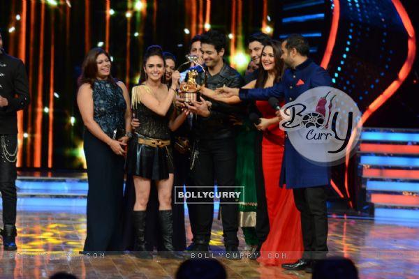 Amruta Khanvilkar and Himmanshoo A Malhotra Winners of Nach Baliye 7