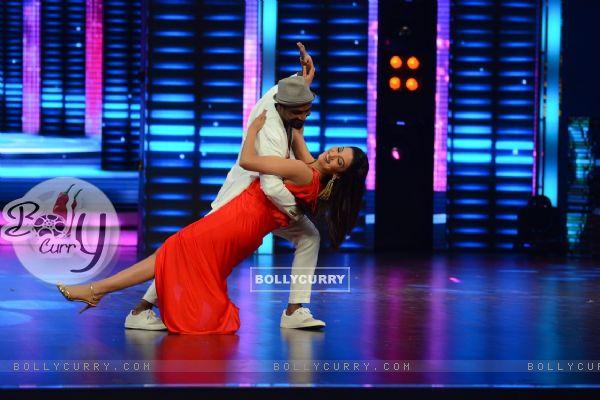 Remo Dsouza Dances with Gauahar Khan on Dance Plus