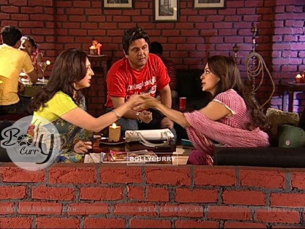 Juhi Chawla talking to Radhika