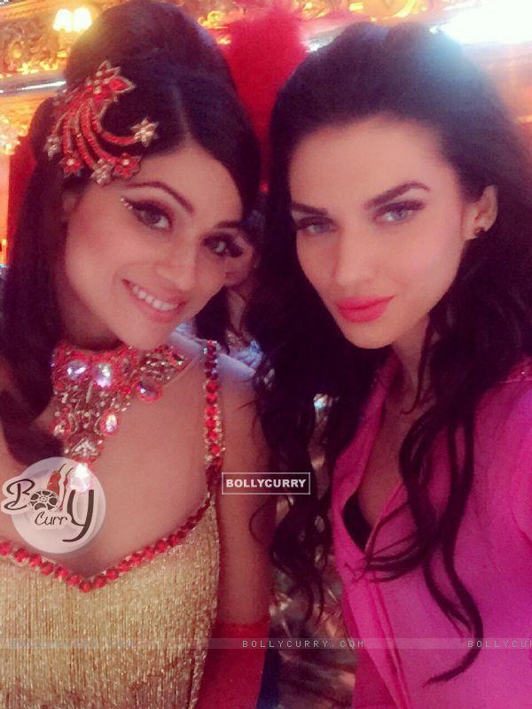 Sacrlett Wilson and Shamita Shetty on Jhalak Dikhla Jaa 8