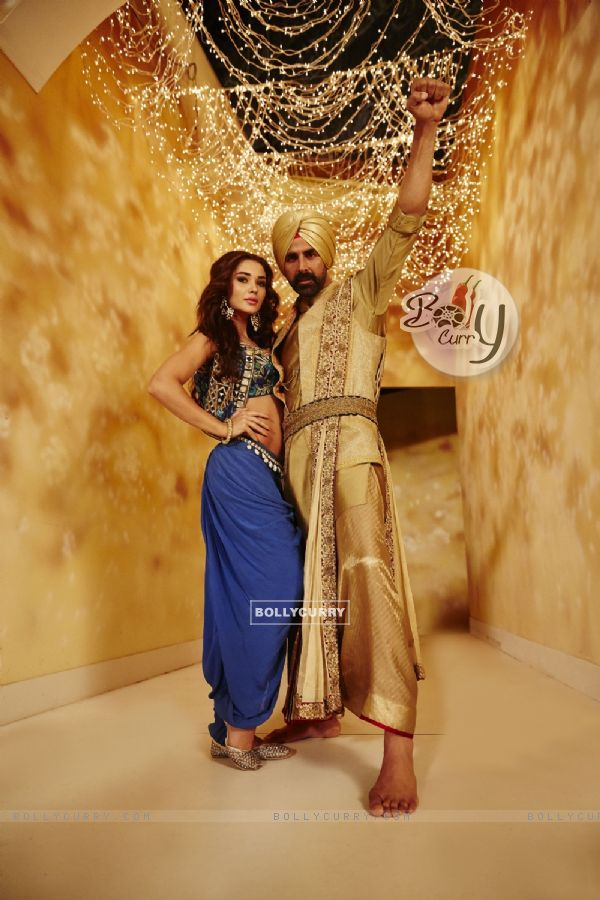 AMy Jackson and Akshay Kumar in Singh is Bliing (376746)