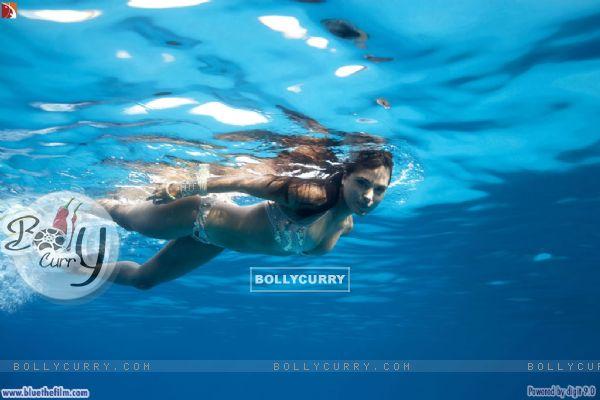 Lara Dutta swimming