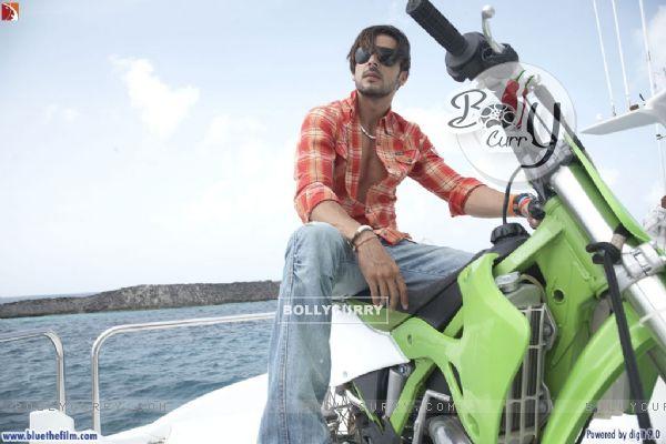 Zayed Khan sitting on a bike (37812)