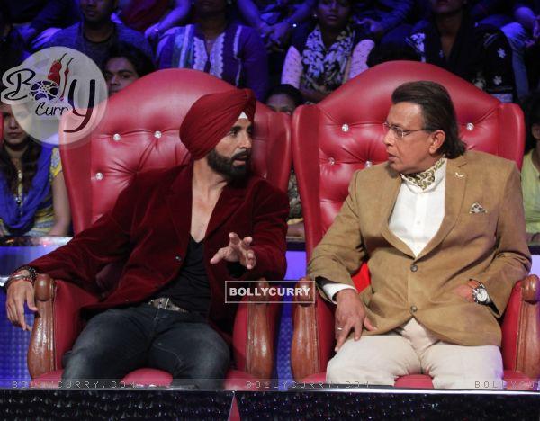 Akshay Kumar for Promotions of Singh is Bliing on DID Season 5 with Mithun Da