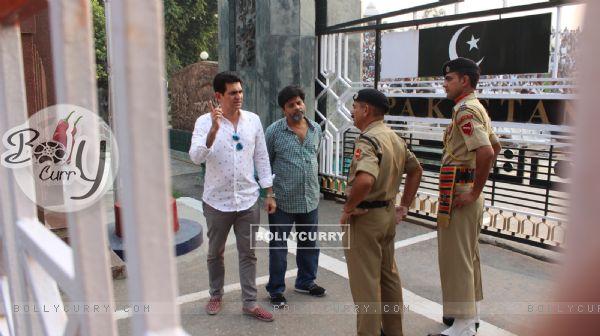Omung Kumar Visits Wagah Border for Research for His Sarabjit Singh Biopic (381618)