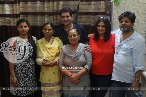 Omung Kumar Visits Dalbir Kaur's House to Research for His Sarabjit Biopic (381623)