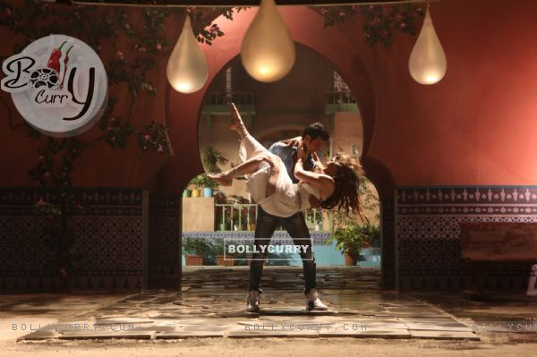 Sharman Joshi and Zarine Khan in First Song of Hate Story 3