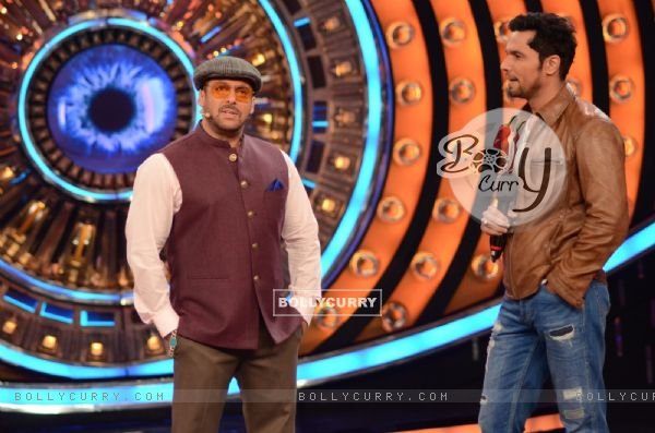 Randeep Hooda for Promotion of Mai Aur Charles on Bigg Boss Nau with Host Salman Khan
