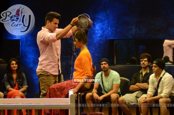 Bigg Boss Nau: Day 18 - Prince Narula and Yuvika Performs Task.