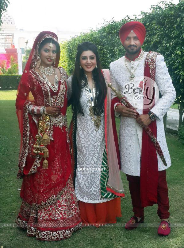 Geeta Basra and Harbhajan Singh Poses with Archana Kocchar