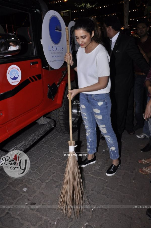 Parineeti Chopra promotes the 'Swachh Bharat Abhiyaan' Initiative