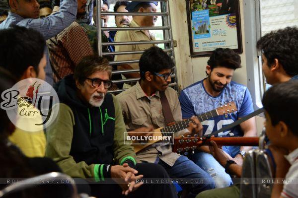Amitabh Bachchan Travels in Local Train with Hussain Kuwajerwala