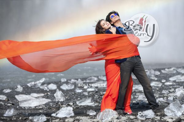 Shahrukh Khan and Kajol in the song Gerua (384839)