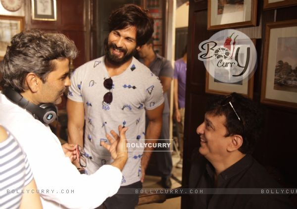 Shahid Kapoor, Vishal Bhardwaj and Sajid Nadiadwala Kick Starts Shooting of Rangoon (384931)