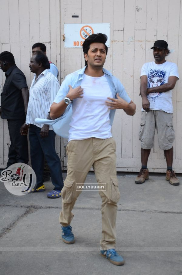 Riteish Deshmukh Snapped on the Sets of Great Grand Masti