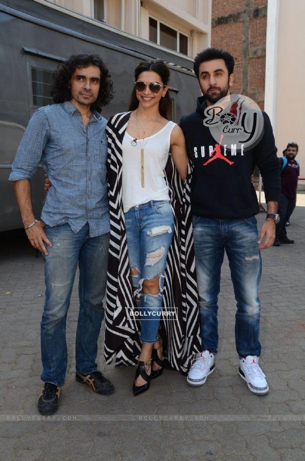 Deepika Padukone, Imtiaz Ali and Ranbir Kapoor Snapped on the Sets of Tamasha