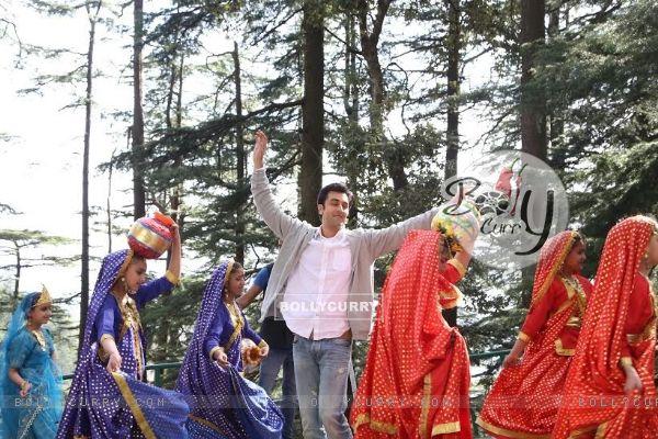 Team Tamasha Gets a Lesson in Folk Music & Dance in Shimla! (385425)