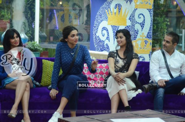 Deepika Spending Time with Housemates in Bigg Boss 9- Double Trouble (385438)